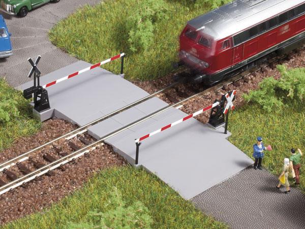 1:160 Beschrankter Bahnübergang